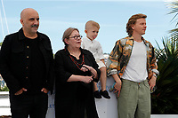 """CANNES, FRANCE - JULY 17: Gaspar Noé, Françoise Lebrun, Kylian Dheret and Alex Lutz at the """"Vortex"""" photocall during the 74th annual Cannes Film Festival on July 17, 2021 in Cannes, France. <br /> CAP/GOL<br /> ©GOL/Capital Pictures"""