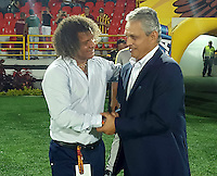 IBAGUÉ -COLOMBIA, 16-02-2016. Alberto Gamero (Izq) técnico de Deportes Tolima se saluda con Reinaldo Rueda (Der) técnico del Atletico Nacional durante partido por la fecha 4 de la Liga Aguila I 2016 jugado en el estadio Manuel Murillo Toro de la ciudad de Ibagué./ Alberto Gamero (L) coach of  Deportes Tolima shakes hands with Reinaldo Rueda (R) coach of Atletico Nacional during a match for the date 4 of the Aguila League I 2016 played at Manuel Murillo Toro stadium in Ibague city. Photo: VizzorImage / Juan Carlos Escobar / Str<br />