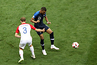 MOSCU - RUSIA, 15-07-2018: Kylian MBAPPE (Der) jugador de Francia disputa el balón con Ivan STRINIC (Izq) jugador de Croacia durante partido por la final de la Copa Mundial de la FIFA Rusia 2018 jugado en el estadio Luzhnikí en Moscú, Rusia. / Kylian MBAPPE (R) player of France fights the ball with Ivan STRINIC (L) player of Croatia during match of the final for the FIFA World Cup Russia 2018 played at Luzhniki Stadium in Moscow, Russia. Photo: VizzorImage / Cristian Alvarez / Cont