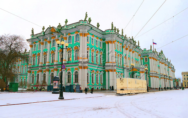 KJ1FBX The Winter Palace in Saint Petersburg, Russia, was, from 1732 to 1917, the official residence of the Russian monarchs.