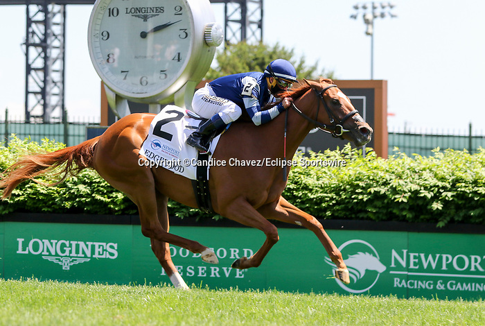 April 30, 2021 : Gift List, #2, ridden by Javier Castellano, wins the Edgewood Graded Stakes on Kentucky Oaks Day at Churchill Downs on April 30, 2021 in Louisville, Kentucky. Candice Chavez/Eclipse Sportswire/CSM
