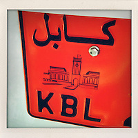 The number plate of a car with its locator written in Arabic and Latin script.