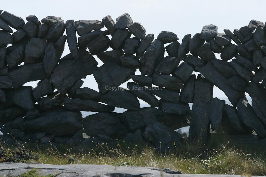 mur de pierres. Ile d'Insihmore.Stone wall . Inishmore island