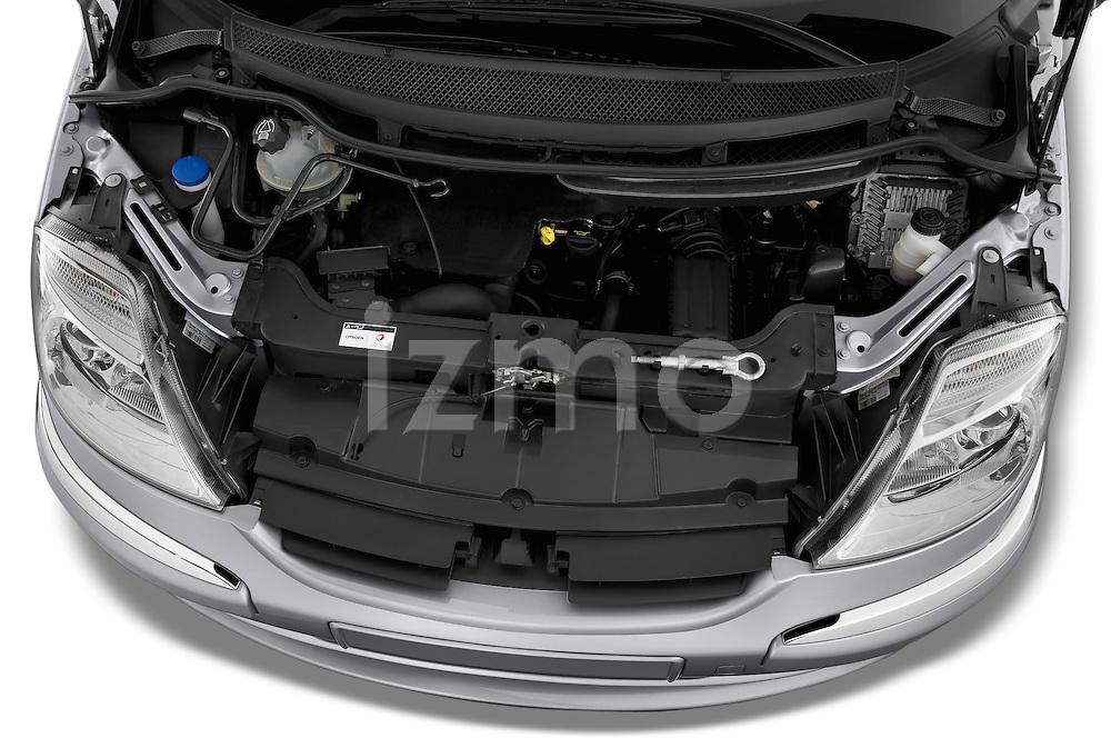 High angle engine detail of a 2002 - 2014 Citroen C8 Airplay Minivan.