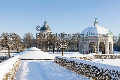 Deutschland, Bayern, Muenchen: Dianatempel im Hofgarten, dahinter Bayerische Staatskanzlei | Germany, Bavaria, Munich: The Hofgarten (Court Garden) - pavilion for the goddess Diana and The Bayerische Staatskanzlei (Bavarian State Chancellery)