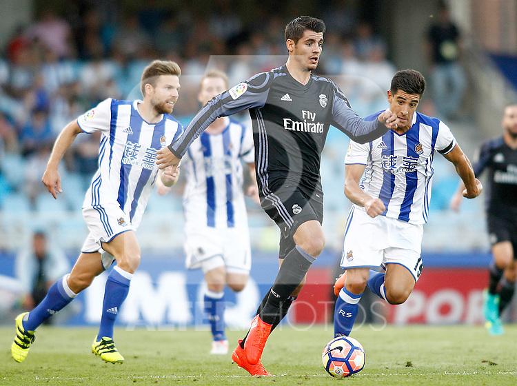 Real Sociedad's Inigo Martinez (l) and Yuri Berchiche (r) and Real Madrid's Alvaro Morata during La Liga match. August 21,2016. (ALTERPHOTOS/Acero)