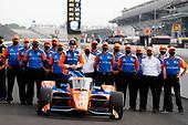 #9: Scott Dixon, Chip Ganassi Racing Honda celebrates winning the NTT P1 Award and pole position with his team