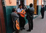 Amérique du Sud. Equateur. Trekking sur les volcans d'Equateur. Musiciens dans les rues de Quito.South America. Ecuador. Trekking on the volcanoes