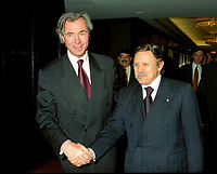 Pierre Pettigrew (L) - Abdelaziz Bouteflika, Algeria President