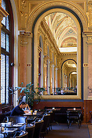 Book Cafè im ehemaligen Kaufhaus Párizsi Nagy Áruház, Andrássy út 39,  Budapest, Ungarn, UNESCO-Weltkulturerbe