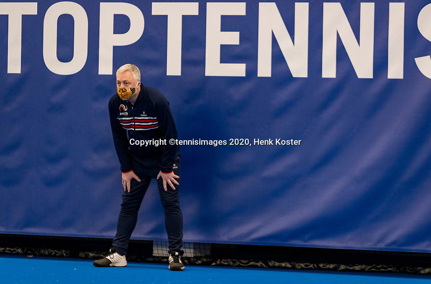 Amstelveen, Netherlands, 12  December, 2020, National Tennis Center, NTC, NKR, National   Indoor Wheelchair Tennis Championships, Women's single Final :  Linesman<br /> Photo: Henk Koster/tennisimages.com