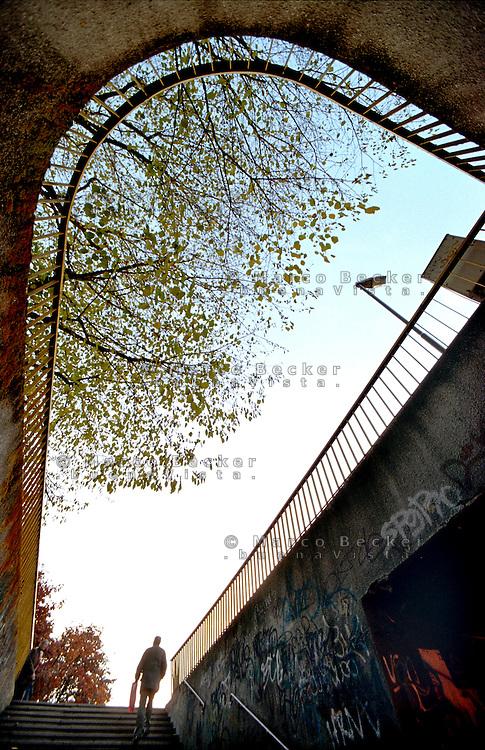 Milano, quartiere Cimiano, periferia nord - est. Sottopassaggio pedonale di via Palmanova. Obiettivo super grandangolare --- Milan, Cimiano district, north - east periphery. Pedestrian underpass of Palmanova street. Ultra wide angle lens