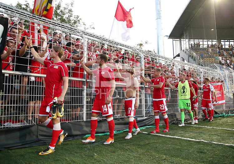 Julian Ryerson, Ken Reichel, Simon Hedlund, Felix Kroos, goalkeeper Jakob Busk, Unionteam celebrates Sieg bei den Fans ab    <br /> / Sport / Football / DFB Pokal 1.round 3. Bundesliga 2.Bundesliga /  2018/2019 / 19.08.2018 / FC CZ Jena vs. 1.FC Union Berlin / DFL regulations prohibit any use of photographs as image sequences and/or quasi-video. /<br />       <br />    <br />  *** Local Caption *** © pixathlon<br /> Contact: +49-40-22 63 02 60 , info@pixathlon.de
