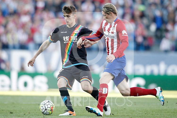 Atletico de Madrid's Fernando Torres (r) and Rayo Vallecano's Diego LLorente during La Liga match. April 30,2016. (ALTERPHOTOS/Acero)