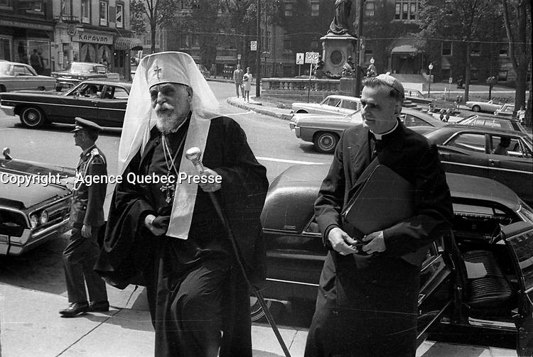 ARCHIVE -<br /> Monseigneur Maurice Roy (G) , Juillet1968<br /> Date exacte inconnuee, entre le 15 et  le 21<br /> <br /> PHOTO :  AQP -  Photo Moderne