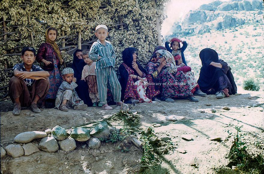 Iraq 1968 <br /> Kurdish women and children in a village<br /> Irak 1968 <br /> Femmes et enfants kurdes dans un village