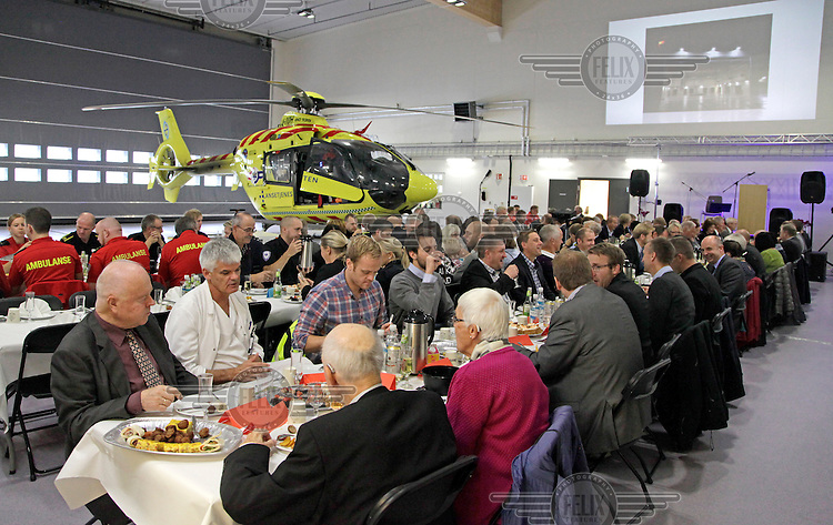 Reception in hangar for the official opening of the pre-hosptial base in Førde.