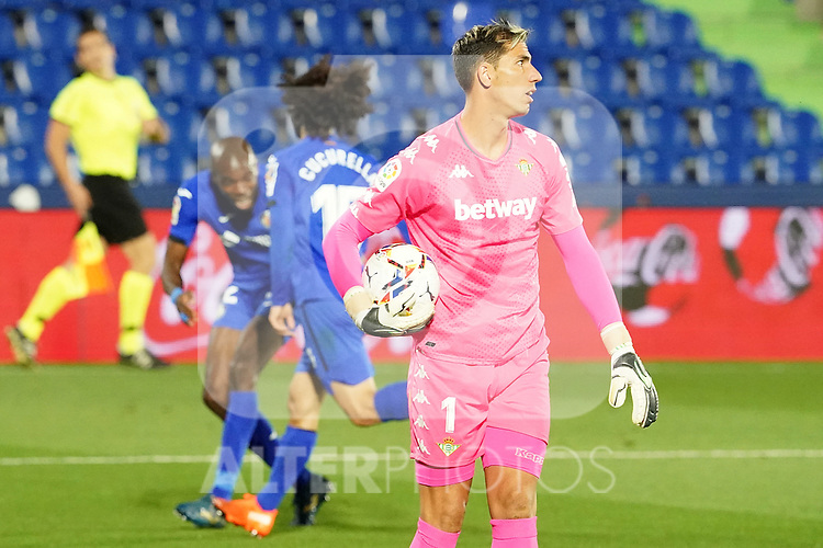 Real Betis Balompie's Joel Robles dejected during La Liga match. September 29,2020. (ALTERPHOTOS/Acero)