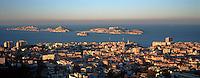 Europe/France/13/Bouches-du-Rhône/ Marseille: Vue sur la ville et les Iles du Frioul depuis Notre Dame de la Garde