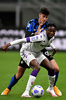Christian Kouame of AC Fiorentina and Alessandro Bastoni of FC Internazionale compete for the ball during the Serie A football match between FC Internazionale and ACF Fiorentina at stadio San Siro in Milano (Italy), September 26th, 2020. Photo Andrea Staccioli / Insidefoto
