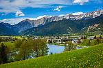 Oesterreich, Salzburger Land, im Pinzgau, Saalfelden: Ritzensee - kuenstlich angelegter Badesee vor Steinernes Meer | Austria, Salzburger Land, at Pinzgau region, Saalfelden: Ritzensee - man-made swimming lake with Steinernes Meer mountains