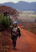 Beira / Mozambico 1993.Mountain troops of Taurinense brigade patrolling Beira corridor during UN mission in Mozambique.- Alpini della brigata Taurinense durante la missione ONU in Mozambico come forza di pace nel 1993 pattugliano in corridoio di Beira per evitare scontri tra i gruppi armati Renamo e Frelimo..Photo Livio Senigalliesi.