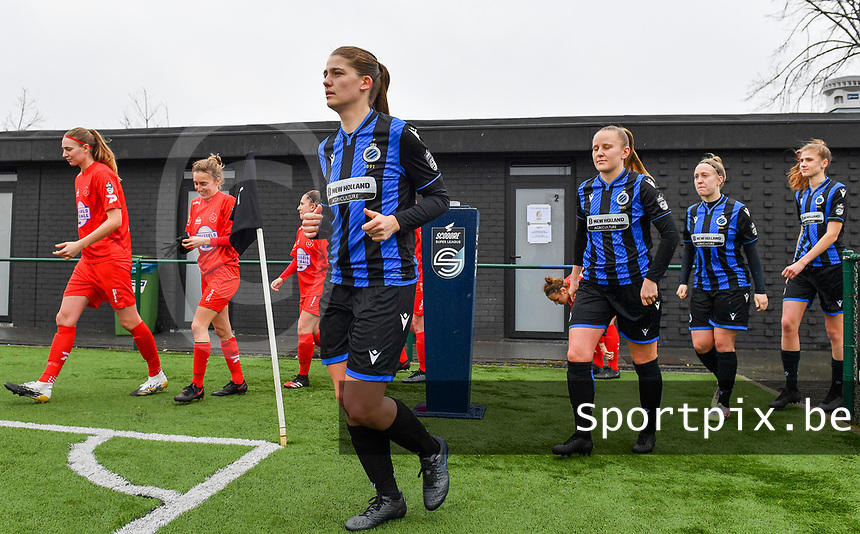 illustration picture showing both teams with Raquel Viaene (5) of Club Brugge entering the pitch during a female soccer game between Club Brugge Dames YLA and White Star Woluwe on the 12 th matchday of the 2020 - 2021 season of Belgian Scooore Womens Super League , saturday 30 January 2021  in Brugge , Belgium . PHOTO SPORTPIX.BE | SPP | DAVID CATRY