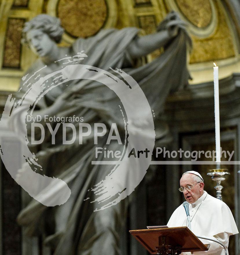 26 05 2013. Rome. Italy. Pope Francisco. Pope Francisco Prays for Humility and Changes in the Church. Photo by Italy Photo Press/ Unimedia/ DyD Fotografos