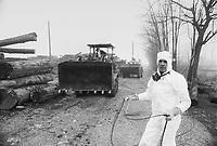 - Disastro ecologico di Seveso, fuga di diossina dallo stabilimento ICMESA (compagnia Givaudan), lavori di decontaminazione dell'area inquinata....- Ecological disaster of Seveso, leak of dioxine from ICMESA plant  (Givaudan company ), works of decontamination of the polluted area