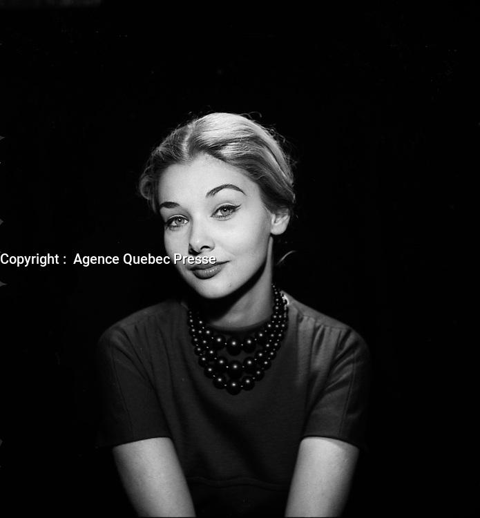 Portrait studio exclusif de<br /> L'actrice et future politcienne Andree Champagne<br />  (date exacte inconnue)<br /> <br /> PHOTO :  Agence Quebec Presse - Roland Lachance