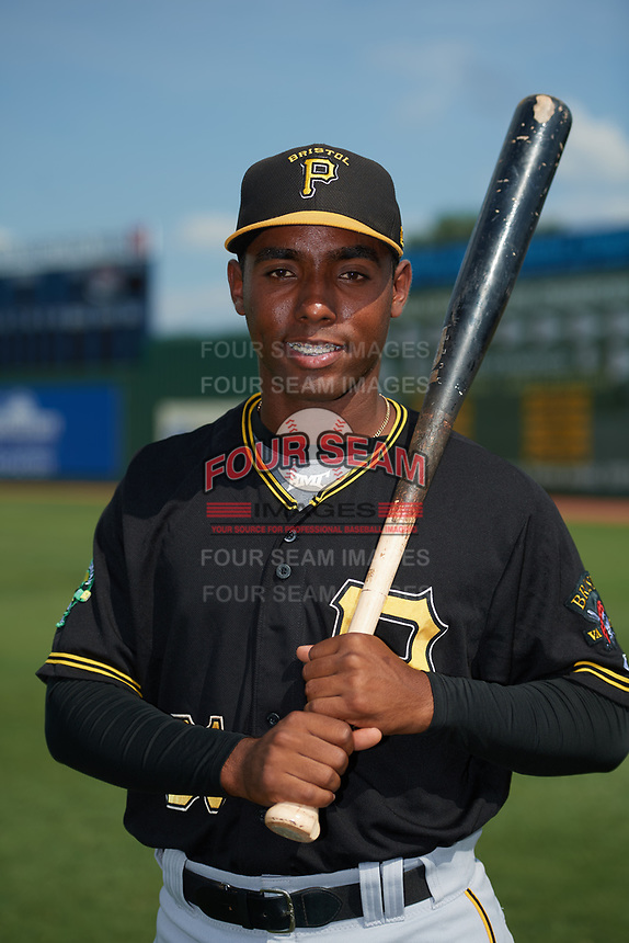 Bristol Pirates Eddy Vizcaino (31) poses for a photo before a game against the Elizabethton Twins on July 29, 2018 at Joe O'Brien Field in Elizabethton, Tennessee.  Bristol defeated Elizabethton 7-4.  (Mike Janes/Four Seam Images)