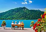 Deutschland, Bayern, Oberbayern, Tegernseer Tal, Stadt Tegernsee: Senioren geniessen die Ruhe und Rast auf einer Bank | Germany, Bavaria, Upper Bavaria, Tegernseer Valley, Tegernsee at Lake Tegern: seniors sitting on a bench