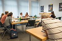 Katrin Goering-Eckardt, Fraktionsvorsitzende von Buendnis 90/Die Gruenen (Bildmitte), besuchte am Mittwoch den 8. August 2018 den Berliner Mietverein. Sie sprach dort mit Mieterinnen und Mietern ueber deren Erfahrungen mit Vermietern und Hausbesitzern und mit verschiedenen Mietern. Von Mitarbeiterinnen und Mitarbeitern des Berliner Mieterverein e.V. lies sie sich von den Beratungserfahrungen des Vereins berichten.<br /> Links von Goering-Eckardt: Reiner Wild, Geschaeftsfuehrer Berliner Mieterverein e.V..<br /> 8.8.2018, Berlin<br /> Copyright: Christian-Ditsch.de<br /> [Inhaltsveraendernde Manipulation des Fotos nur nach ausdruecklicher Genehmigung des Fotografen. Vereinbarungen ueber Abtretung von Persoenlichkeitsrechten/Model Release der abgebildeten Person/Personen liegen nicht vor. NO MODEL RELEASE! Nur fuer Redaktionelle Zwecke. Don't publish without copyright Christian-Ditsch.de, Veroeffentlichung nur mit Fotografennennung, sowie gegen Honorar, MwSt. und Beleg. Konto: I N G - D i B a, IBAN DE58500105175400192269, BIC INGDDEFFXXX, Kontakt: post@christian-ditsch.de<br /> Bei der Bearbeitung der Dateiinformationen darf die Urheberkennzeichnung in den EXIF- und  IPTC-Daten nicht entfernt werden, diese sind in digitalen Medien nach §95c UrhG rechtlich geschuetzt. Der Urhebervermerk wird gemaess §13 UrhG verlangt.]