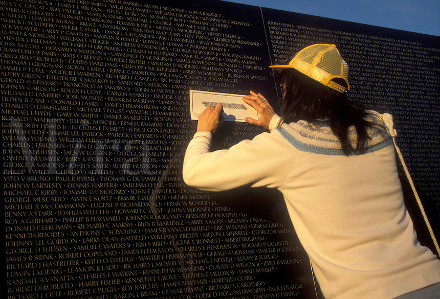 AJ2272, Vietnam Veterans Memorial Wall, Washington, DC, District of Columbia, Woman tracing loved ones name from the V-shaped black granite wall of the Vietnam Veterans Memorial in Washington, D.C.