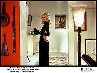 Prod DB © Production La Gueville / DR<br /> LE GRAND BLOND AVEC UNE CHAUSSURE NOIRE de Yves Robert 1972 FRA<br /> avec Mireille Darc<br /> dos nu, robe sans culotte, sexy, salope<br /> d'apre?s le scenario de Francis Veber