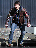 """TOM CRUISE ON SET FILMING """" WAR OF THE WORLDS <br /> IN NEWARK, NEW JERSEY. 11/8/2004<br /> Photo By John Barrett/PHOTOlink"""