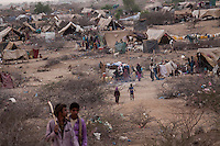 Tuesday 07 July, 2015: Displaced from the heavy fighting in Haradh bordertown and Sa'bah governorate are seen in Al Manjoorah temporary settlement at the outskirts of Beni Hassan, in Hajjah province, Northwest of Yemen. (Photo/Narciso Contreras)