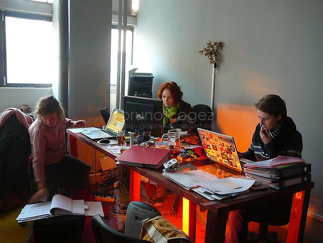 Apperçu du Bureau administratif. Corina Bucea (sur la droite) est la manageur de communication du lieu avec l'extérieur.