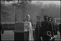 9 Mars 1976.  Michel Poniatowski, ministre de l'intérieur  prononce un discours aux obsèques du Commandant Le Goff.