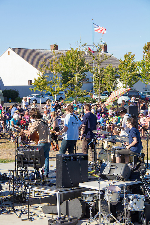 Port Townsend, Pope Marine Park, Concert on the Dock, Cold Comfort Band, and, Kilcid Band, Water Street, Historic District, Olympic Peninsula, Washington State, USA,