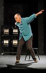 RIEN QUE CETTE AMPOULE DANS L OBSCURITE DU THEATRE....Choregraphie : APPAIX Georges..Lumiere : LONGO Xavier..Costumes : PALDACCI Michele BEZANDRY Tristan..Avec :..APPAIX Georges..Lieu : Theatre National de Chaillot..Ville : Paris..Le : 04 02 2009..© Laurent Paillier / www.photosdedanse.com..All rights reserved