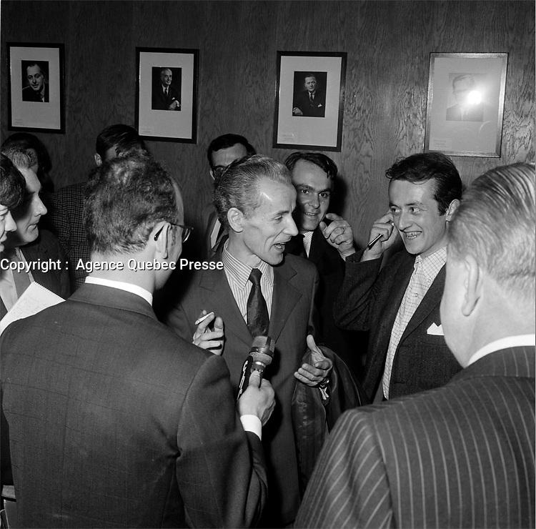 Jean-Noel Tremblay et des politiciens a l'assemblee nationale, le 26 juin 1960, Quebec.<br /> <br /> PHOTO :  Agence Quebec Presse