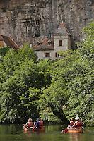 Europe/France/Midi-Pyrénées/46/Lot/ Cabrerets: Descente en Canoé  de la Vallée du Célé - Canoés et maisons du Village
