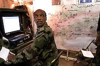 - Eurocorps, European multinational army corps,  French officier in the field command post....- Eurocorps, corpo militare multinazionale europeo,..ufficiale francese all'interno del posto di comando campale..