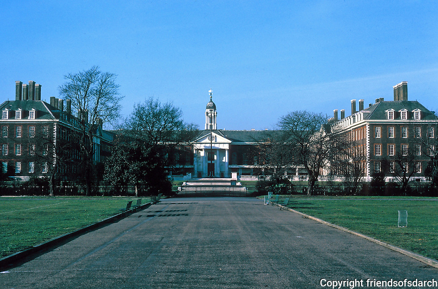 Sir Christopher Wren: Royal Hospital Chelsea, London, 1682-1691. Frontal elevation, distant. Home for Chelsea Pensioners. Photo '79.