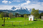Oesterreich, Salzburger Land, im Bezirk St. Johann im Pongau, oberhalb von Pfarrwerfen: Fruehling im Salzburger Land mit Tirtelkapelle vorm Hochkoenig | Austria, Salzburger Land, District St. Johann in Pongau, above Pfarrwerfen: it's springtime, with Tirtel Chapel and Hochkoenig mountains