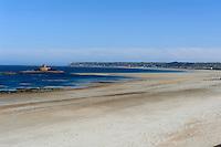 südliche St.Quen's Bay mit La Rocco Tower, Insel Jersey, Kanalinseln