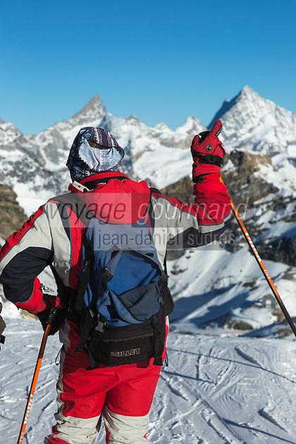 Italie, Val d'Aoste, Breuil-Cervinia : Plateau Rosa 3480 m,  photos du domaine skiable de Breuil-Cervinia, le Cervin en fond // Italy, Aosta Valley, Breuil-Cervinia