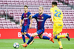 Ivan Rakitic of FC Barcelona (L) in action against Ximo Navarro Jimenez of UD Las Palmas (R) during the La Liga 2017-18 match between FC Barcelona and Las Palmas at Camp Nou on 01 October 2017 in Barcelona, Spain. (Photo by Vicens Gimenez / Power Sport Images