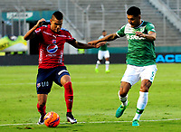 CALI - COLOMBIA - 01 - 06 - 2017: Jefferson Duque (Der.) jugadores de Deportivo Cali disputa el balón con Juan Saiz (Izq.) jugador de Deportivo Independiente Medellin, durante partido de ida de los cuartos de final entre Deportivo Cali y Deportivo Independiente Medellin, por la Liga Aguila I-2017, jugado en el estadio Deportivo Cali (Palmaseca) de la ciudad de Cali.  / Jefferson Duque (R) player of Deportivo Cali vies for the ball with Juan Saiz (L) player of Deportivo Independiente Medellin, during a match of the first leg of the quarte of finals between Deportivo Cali and Deportivo Independiente Medellin, for the Liga Aguila I-2017 at the Deportivo Cali (Palmaseca) stadium in Cali city. Photo: VizzorImage  / Nelson Rios / Cont.